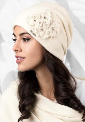 Бяла зимна шапка Андора