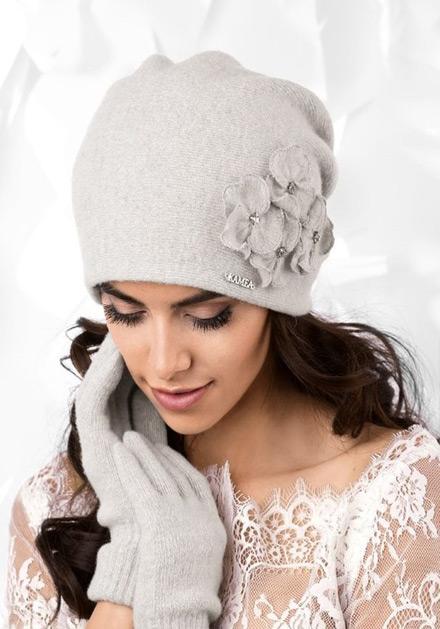 Светло сива зимна шапка Andora