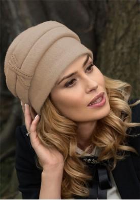 Класна дамска шапка в светло бежово Arezo
