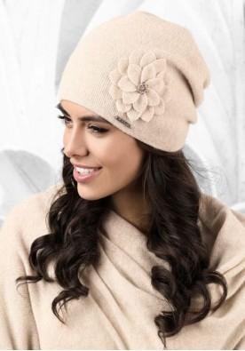 Бежова дамска шапка Bari