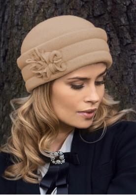 Очарователна бежова шапка Baria