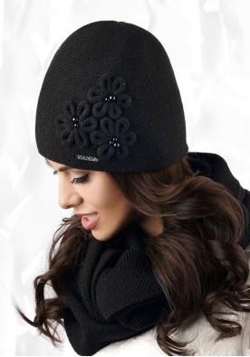 Черна зимна шапка Corato