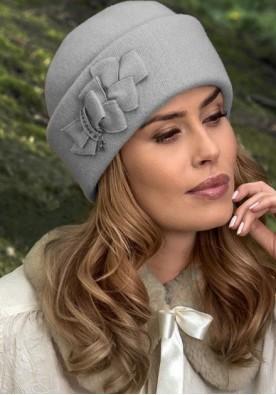 Светло сива дамска шапка Elana