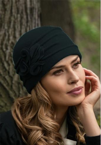 Елегантна черна шапка Katania