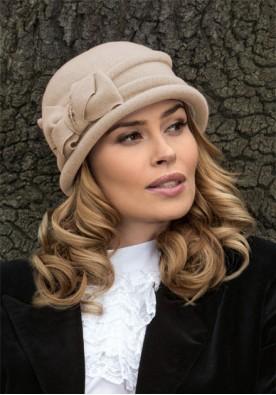 Бежова зимна шапка с малка периферия Lag