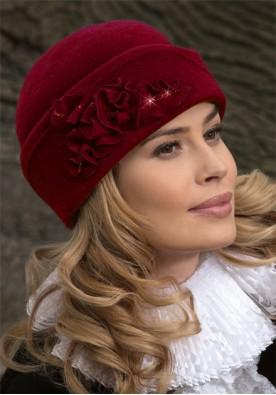 Красива шапка в бордо Oliena