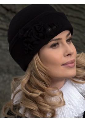 Ръчно изработена зимна шапка в черно Oliena