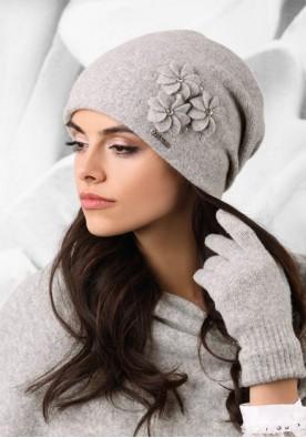 Изискана светло сива шапка Siena