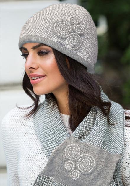 Комплект шапка и шал в кафяво Силвия