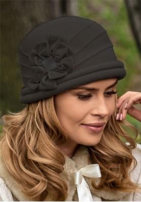 Шармантна черна шапка Sonatesa
