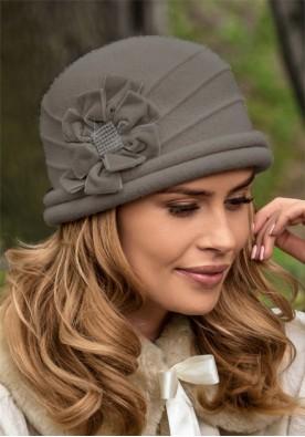 Разкошна зимна шапка в сиво Sonatesa