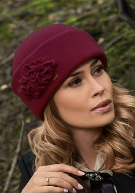 Класическа дамска шапка в бордо Tolada