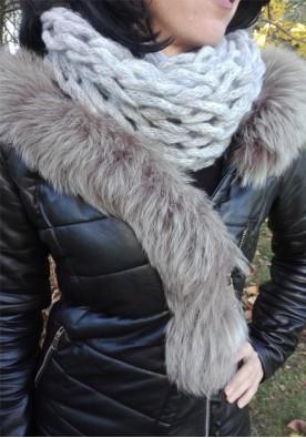 Зимен шал в светло сиво Никол