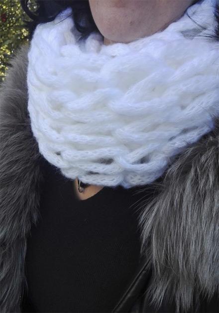 Бял зимен дамски шал Белисима