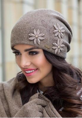Разкошна зимна шапка цвят капучино Лукреция