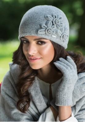 Ефектна сива шапка Нора