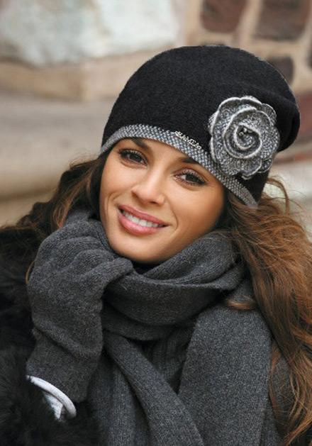 Красива черна зимна дамска шапка Пепита