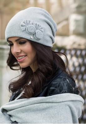Светло сива зимна шапка Пилар