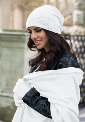 Комплект шапка и шал в бяло Пилар