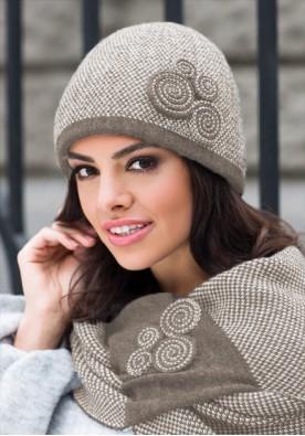 Дамски комплект шал и шапка в  светло кафяво Силвия