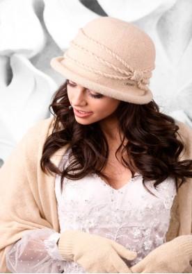 Елегантен комплект шал, шапка и ръкавици в бежово Venecja