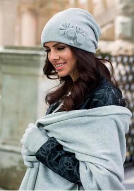 Комплект шал,шапка и ръкавици в светло сиво марка Kamea-модел Пилар